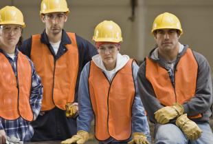 Jak często organizować szkolenia BHP i przeciwpożarowe dla pracowników?