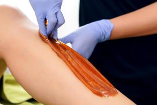 Zalety oraz wady depilacji woskiem