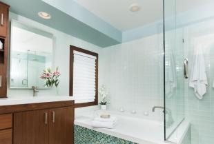 Meble łazienkowe na wymiar – dlaczego warto na nie postawić?