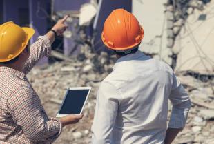 Zgłoszenie prac rozbiórkowych a pozwolenie na rozbiórkę – jakie są różnice?