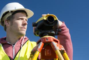 Jakie prace trzeba zlecić geodecie po zakupie działki pod budowę domu?