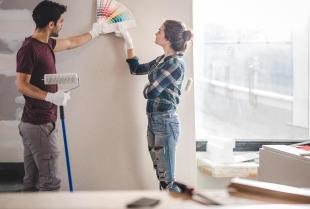 Jak przygotować się do samodzielnego malowania ścian w mieszkaniu?