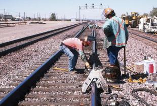 Co wchodzi w zakres prac konserwacyjnych nawierzchni kolejowej?