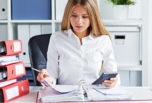 Czym jest outsourcing kadr i płac i jakie ma zalety?