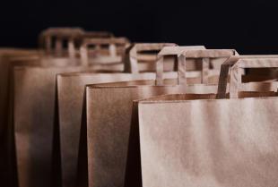 Jak wybrać torbę papierową do promocji firmy?