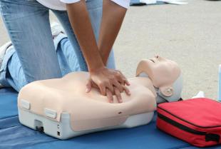 Jaki kurs pierwszej pomocy warto ukończyć?