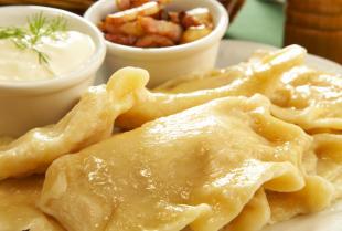 Jakie dania oferują restauracje serwujące dania kuchni polskiej?