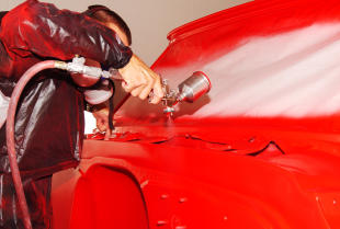 W jaki sposób lakieruje się karoserię samochodów?