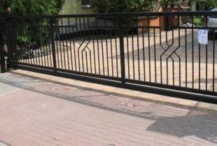 Automatyczna brama wjazdowa - zalety, montaż i konserwacja