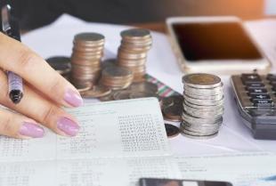 Czy warto zdecydować się na samodzielne prowadzenie księgowości?
