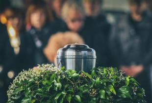 Jak przebiega proces kremacji zwłok – organizacja pochówku